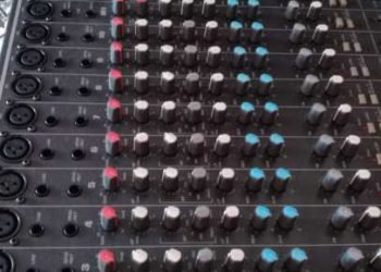 Vând mixer audio și boxe fbt jolly 15